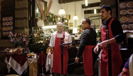 ¿Estás buscando formarte en Camarero de Restaurante Bar a Distancia? Descubrimos los 8 Cursos más completos