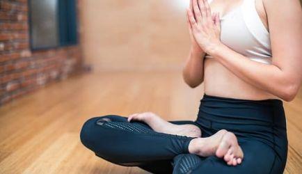 ¿Estás buscando formarte en Monitor de Yoga? Descubrimos los 5 Cursos más completos