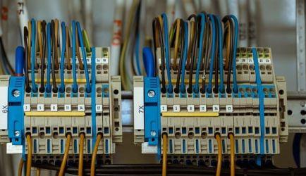 ¿Anhelas estudiar FP Instalaciones Eléctricas y Automáticas a Distancia? Los 3 principales Cursos para lograrlo